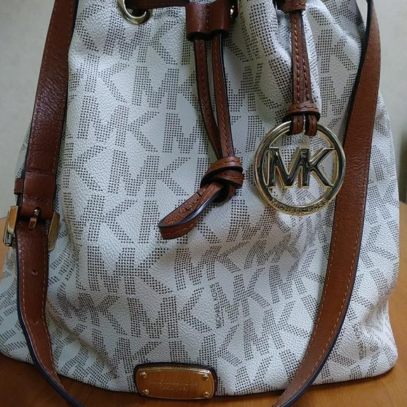 507e97d0cb39 Michael Kors Vanilla Bucket Bag. M 5b158b59df0307c51e2cd5ba